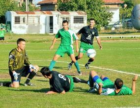 Юношите на Нефтохимик и Левски играят днес в Приморско