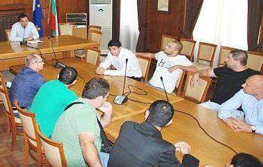 Феновете на Нефтохимик се срещнаха с кмета на Бургас