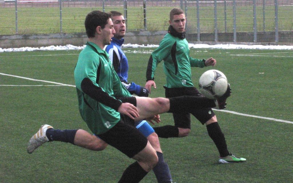 Нефтохимик и Дунав играят в Долно Езерово от 13.30 часа
