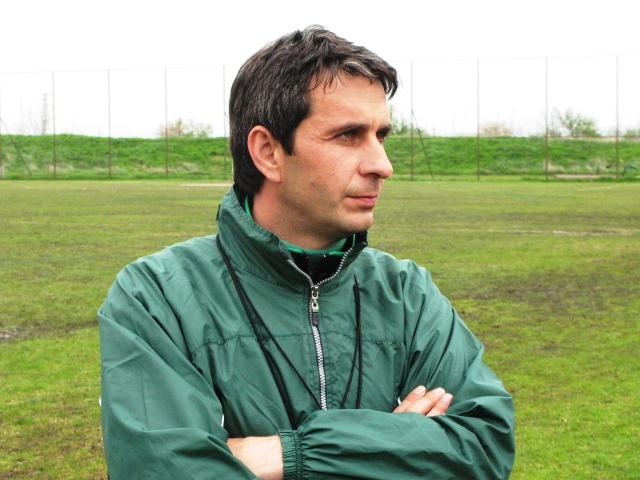 Молдованов и Гамаков в групата на Нефтохимик за Септември (Симитли)