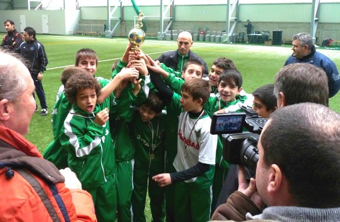 Децата на Нефтохимик заминаха за международен турнир в Салерно /Италия/
