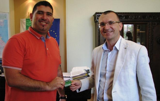 Областният управител си взе ВИП-карта за мачовете на Нефтохимик