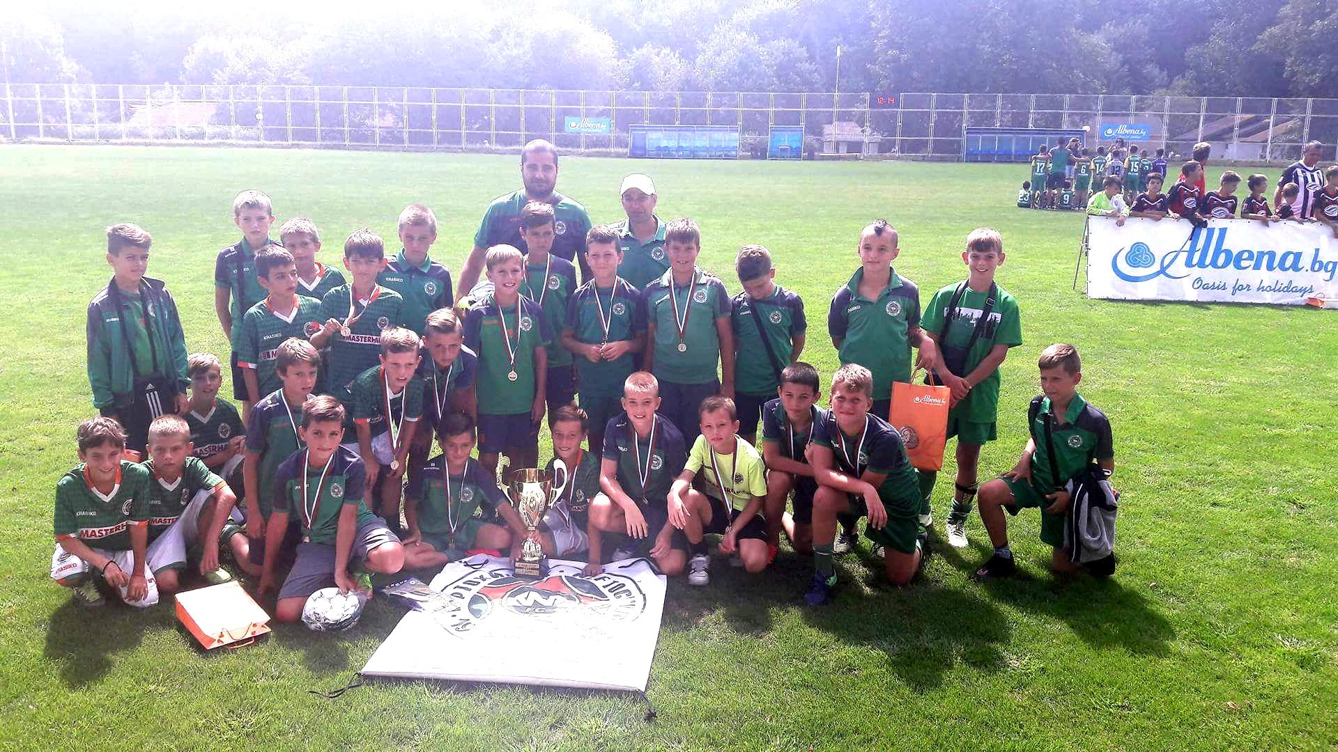 Още един отбор от школата на Нефтохимик вдигна шампионска купа
