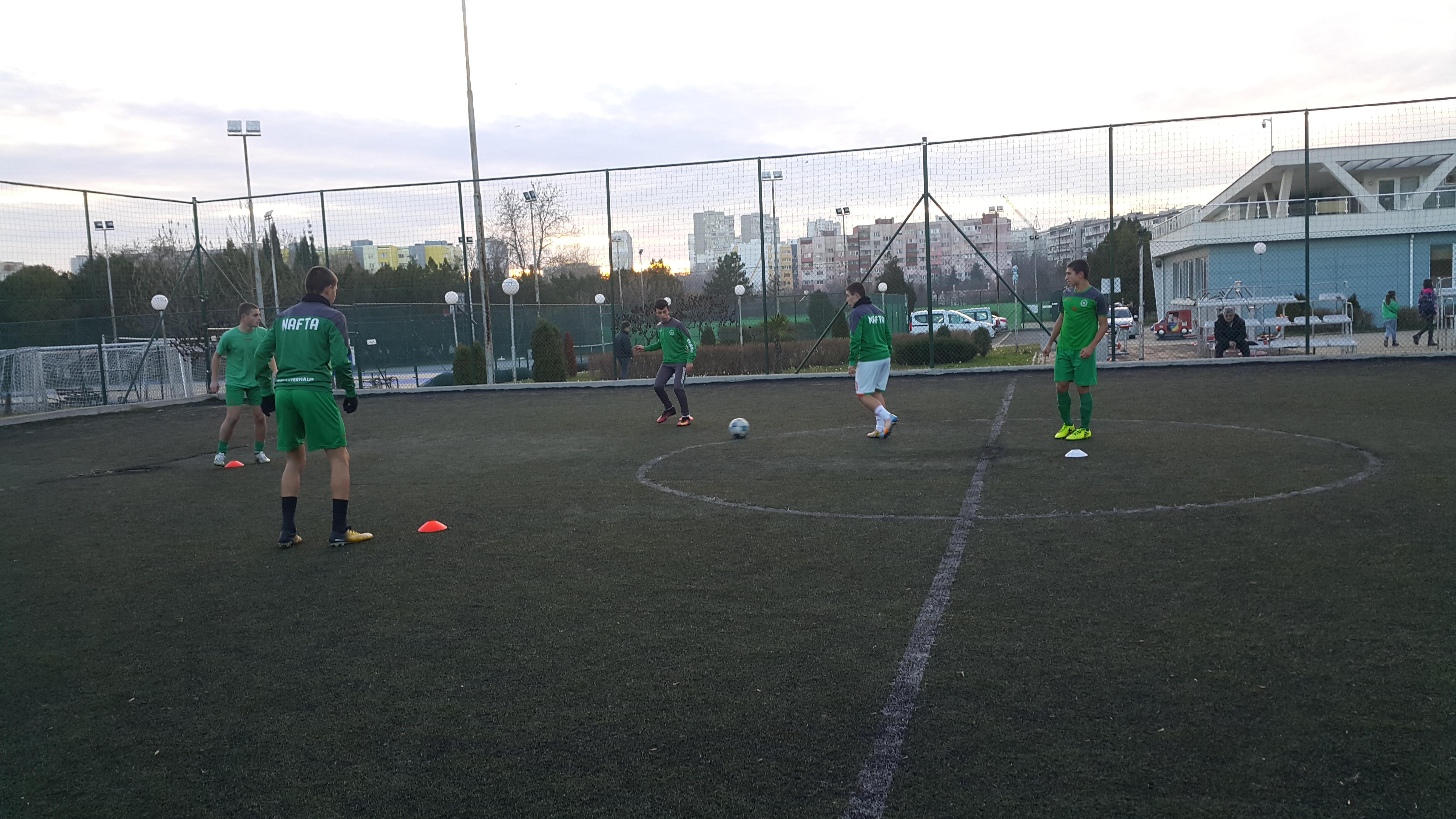 Школата на Нефтохимик с модерен подход за физическото израстване на младите футболисти