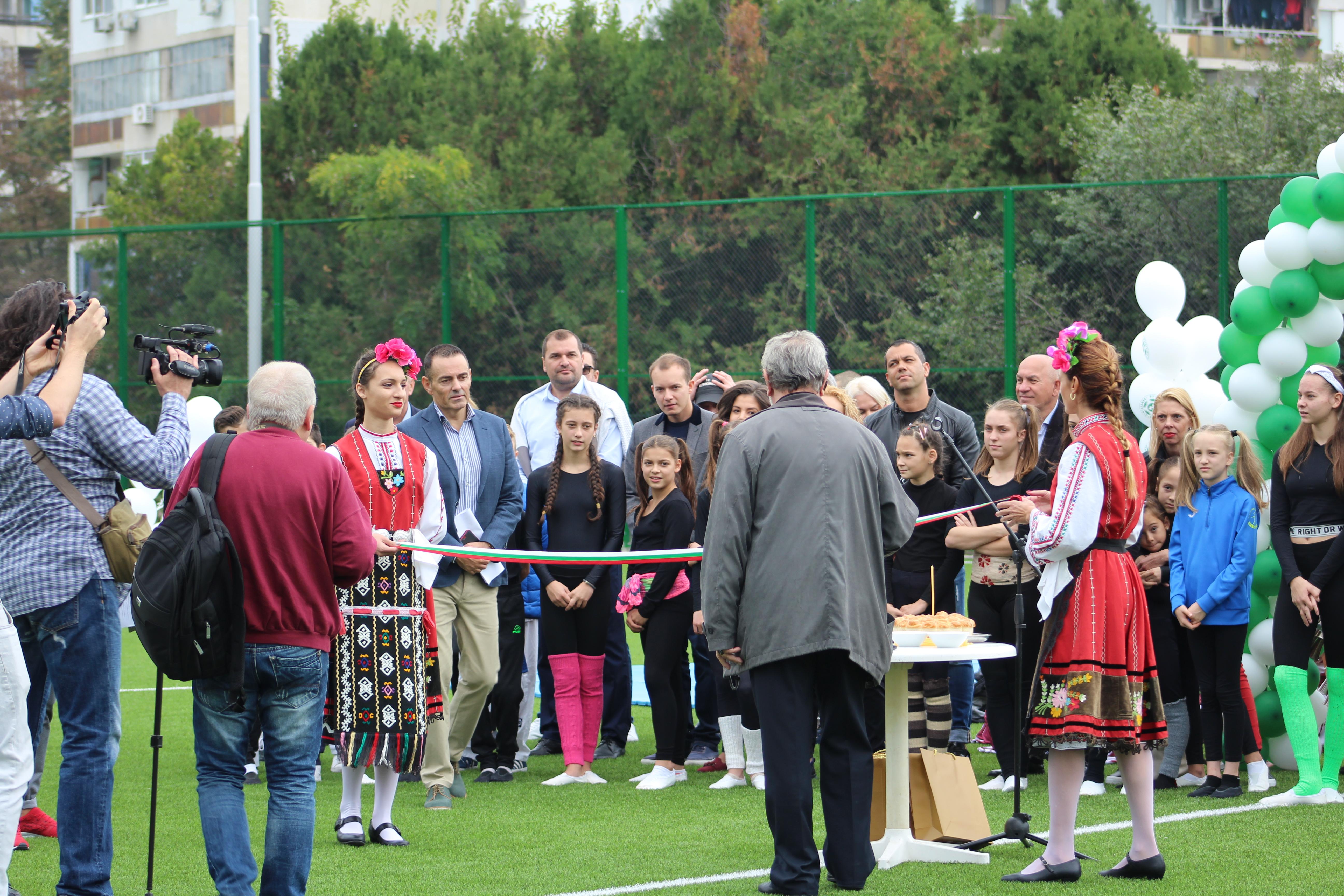 """Новият футболен терен в спортен център """"Изгрев"""" бе официално открит"""