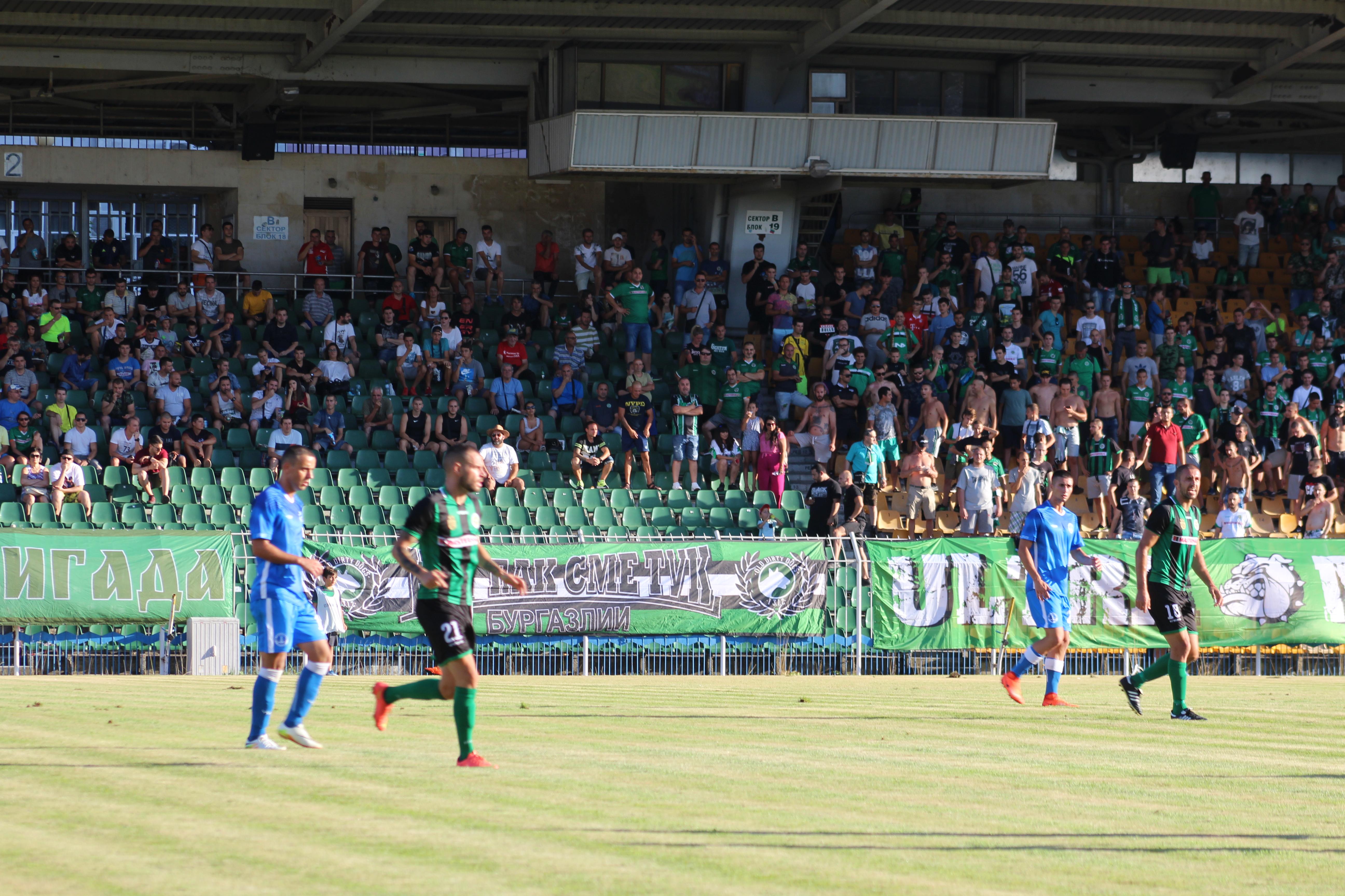 Феновете на Нефтохимик ще могат да играят редом до любимите си футболисти в градското дерби